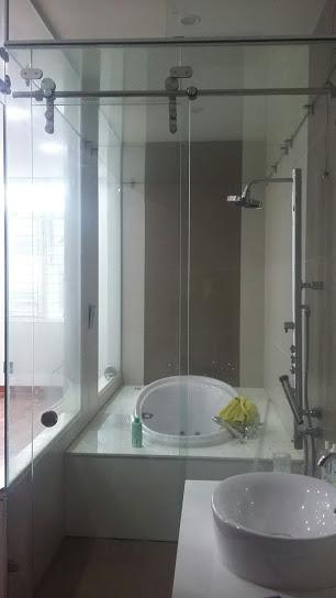 Vách ngăn kính phòng tắm, vách ngăn kính, vach ngan kinh,