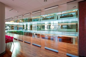 hufcor-glasswall-panels-at-institute-of-discovery